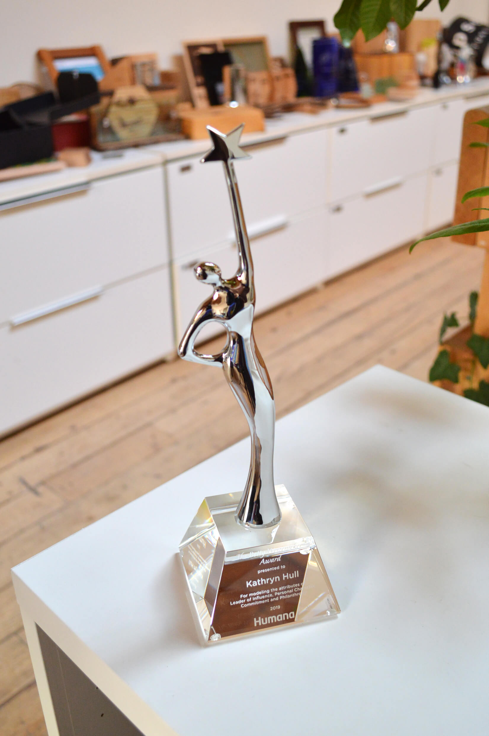 modern-customized-crystal-and-chrome-retirement-award_vancouver-trophy-shop-3