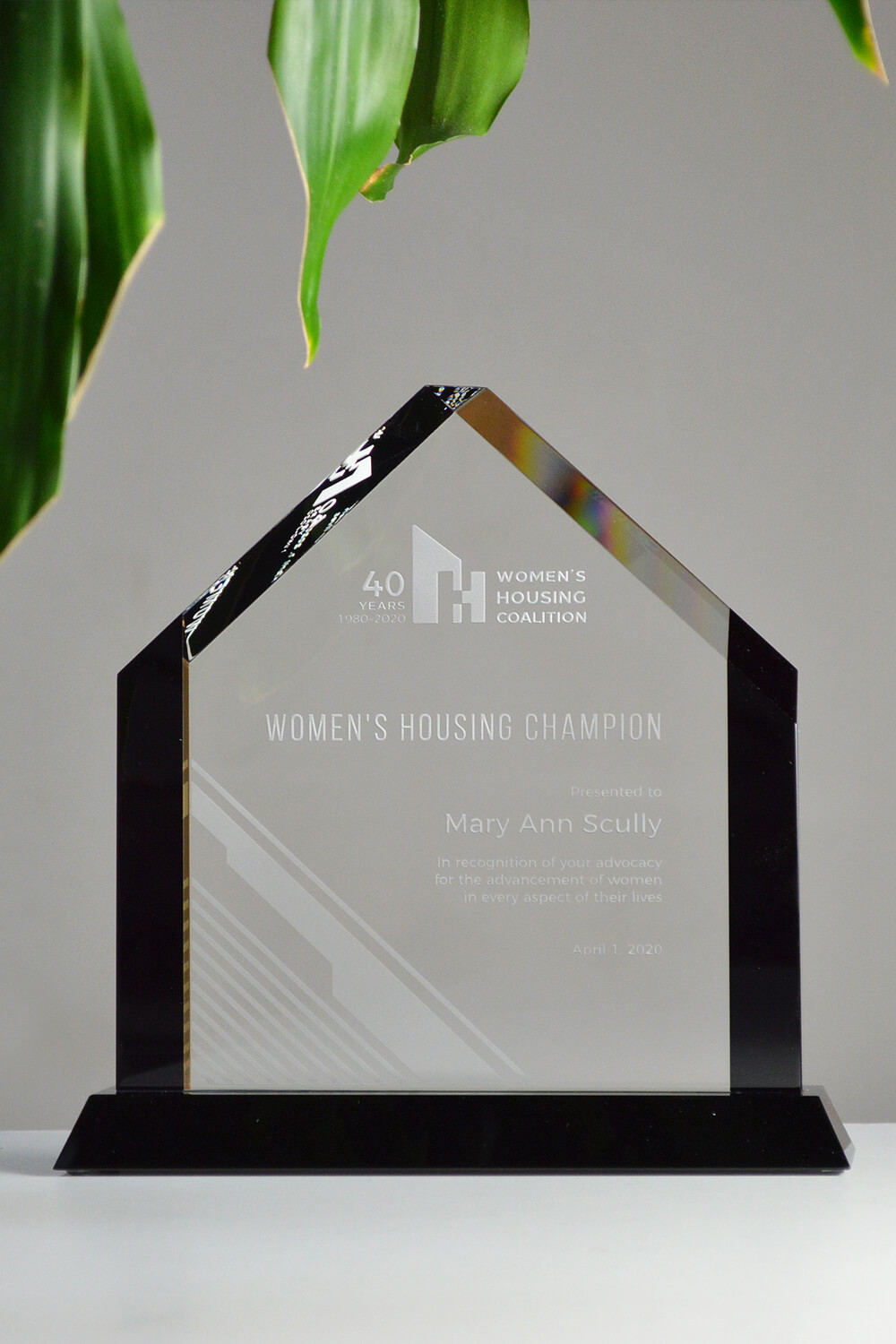 modern-personalized-etched-glass-corporate-community-tropy-canada