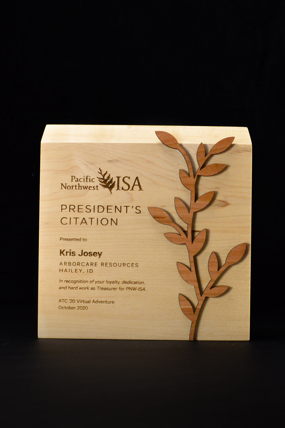 sustainable-customized-wood-award-laser-engraved-eco-friendly-business-award-canada-1