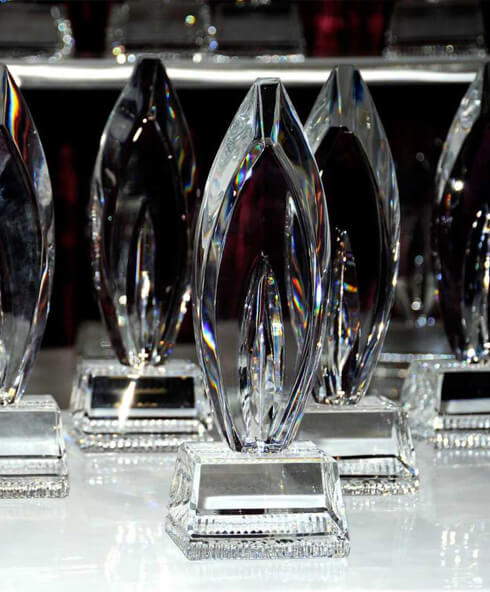 Crystal-trophies_unique-modern-corporate-trophy_peoples-choice-award-canada