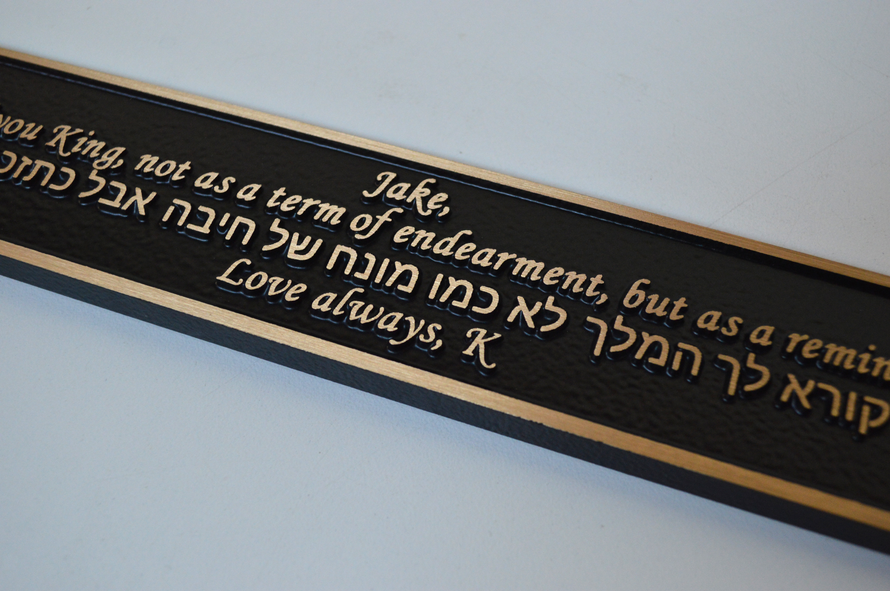 custom-award_classic-cast -bronze-bench-plaque_in-memory-of-plaque_canada