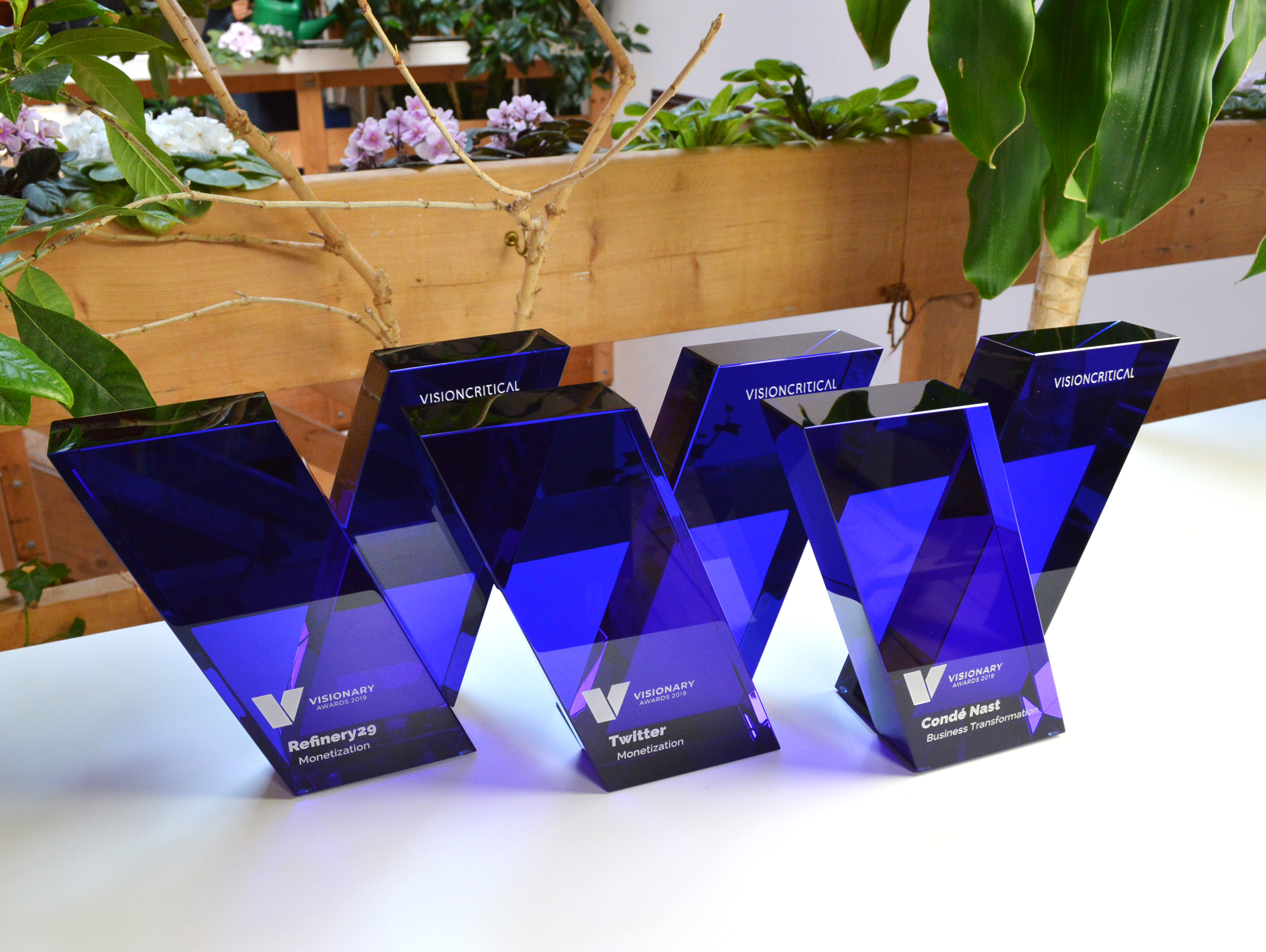 custom-award_modern_customized_blue-crystal_sandblasted_corporate_recognition-trophy_north-america