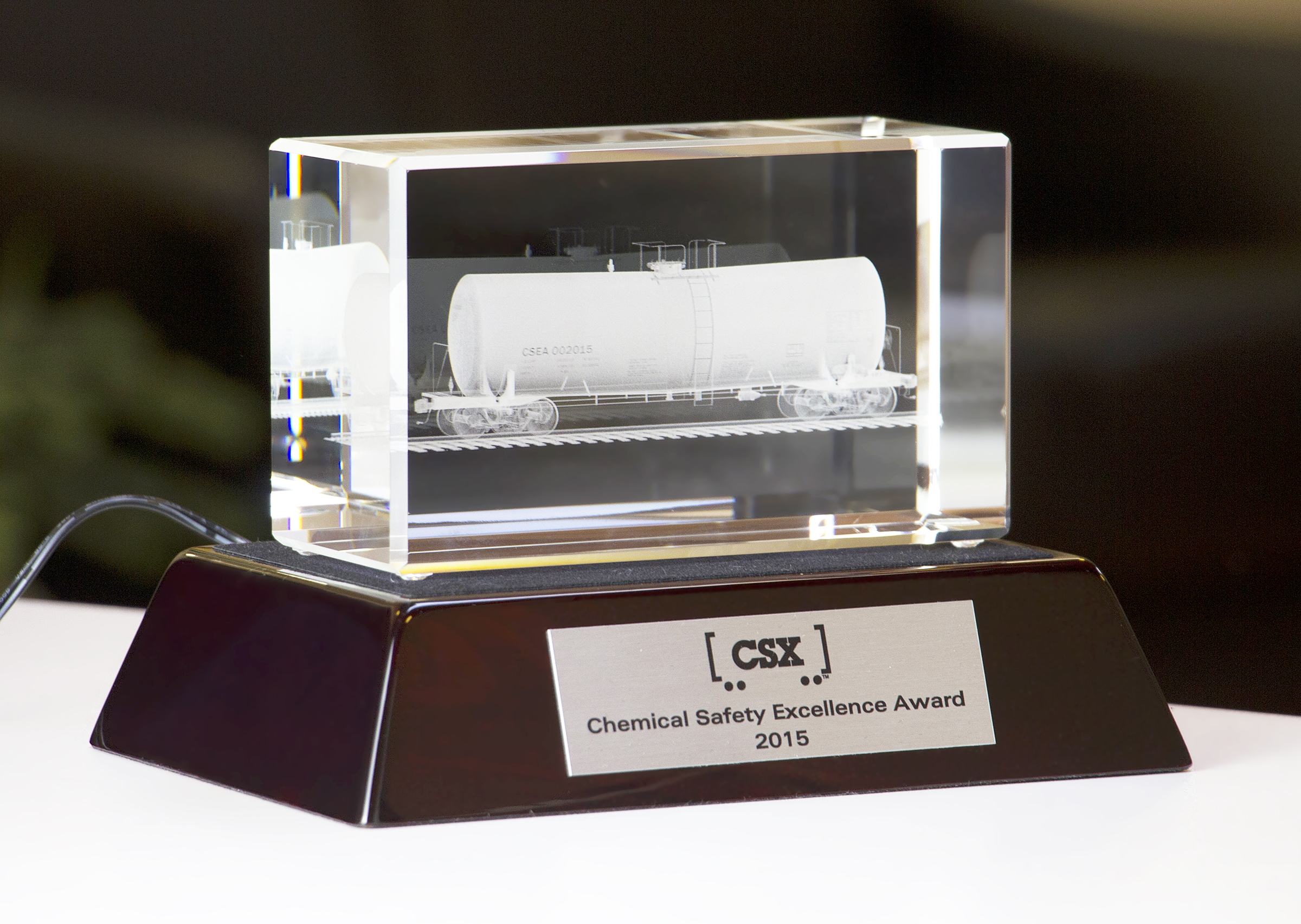 custom-award_modern_customized_wood_crystal_corporate_trophy_canada
