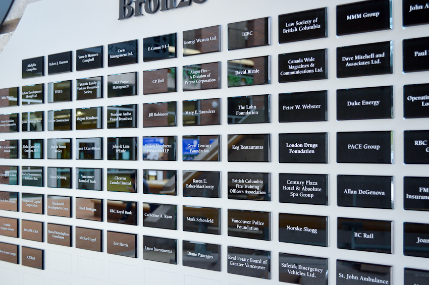 custom-award_modern_personalzied_sandblasted_glass_corporate_donor-wall_recognition-wall_vancouver