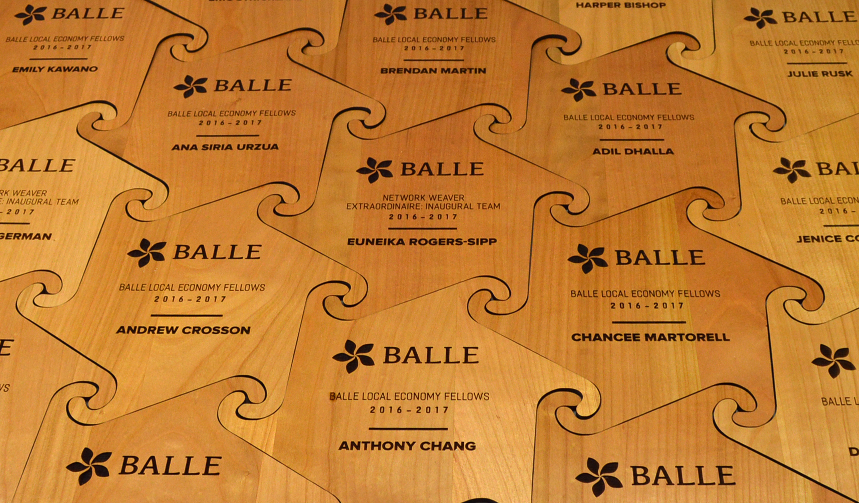 custom-award_sunwood_laser-engraved_eco-friendly_corporate_interlocking_recognition-award_vancouver