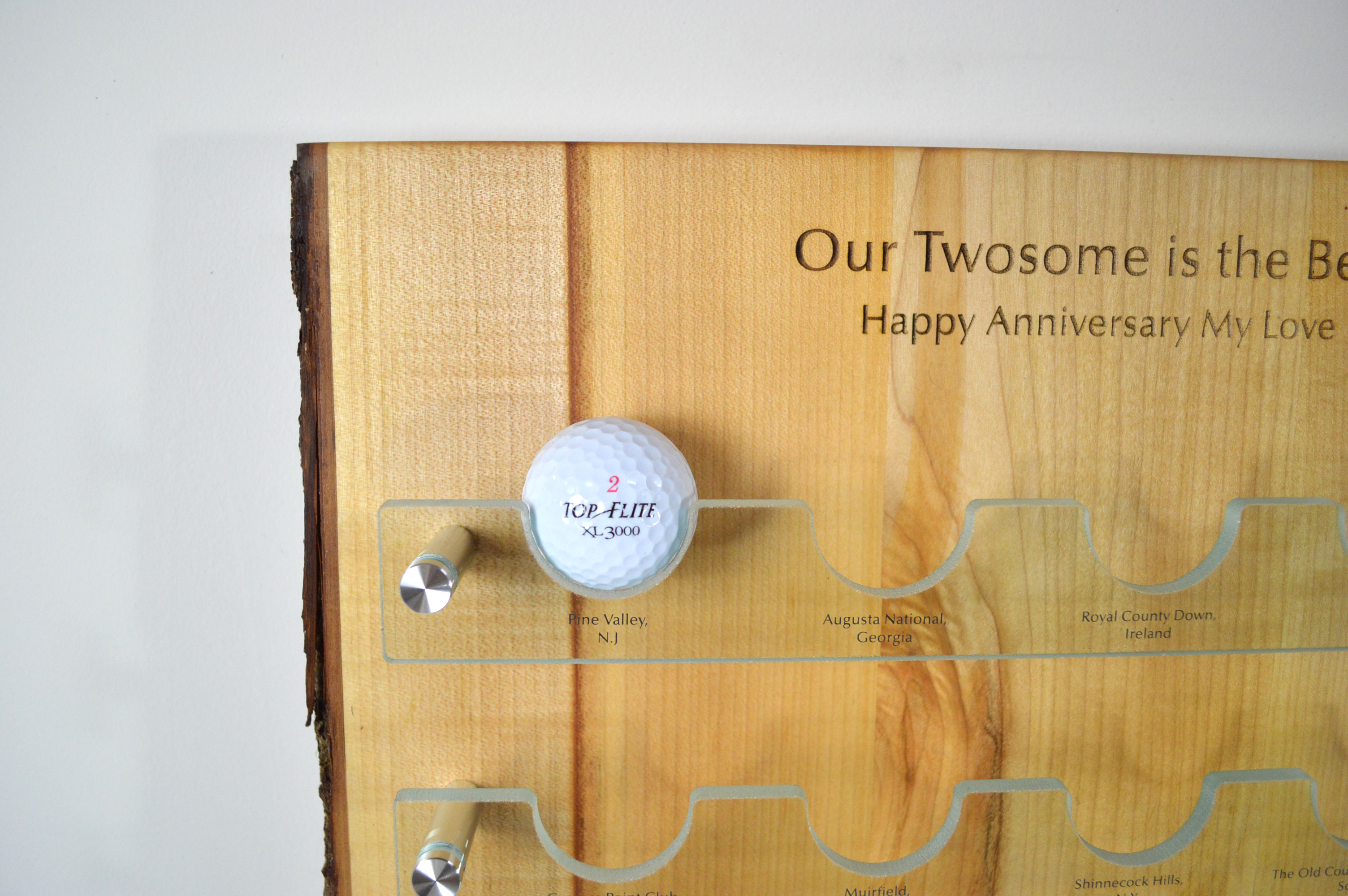 custom-awards_sustainable_salvaged-maple_glass_customized_golf-ball-display-wall-plaque_Canada