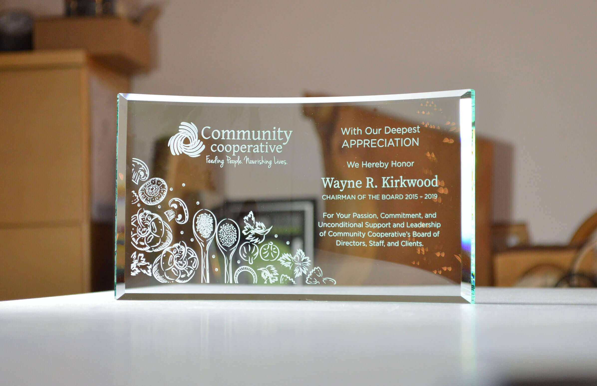 new-horizon_classic-personalized-etched-crystal-corporate-recognition-trophy_BC (1)