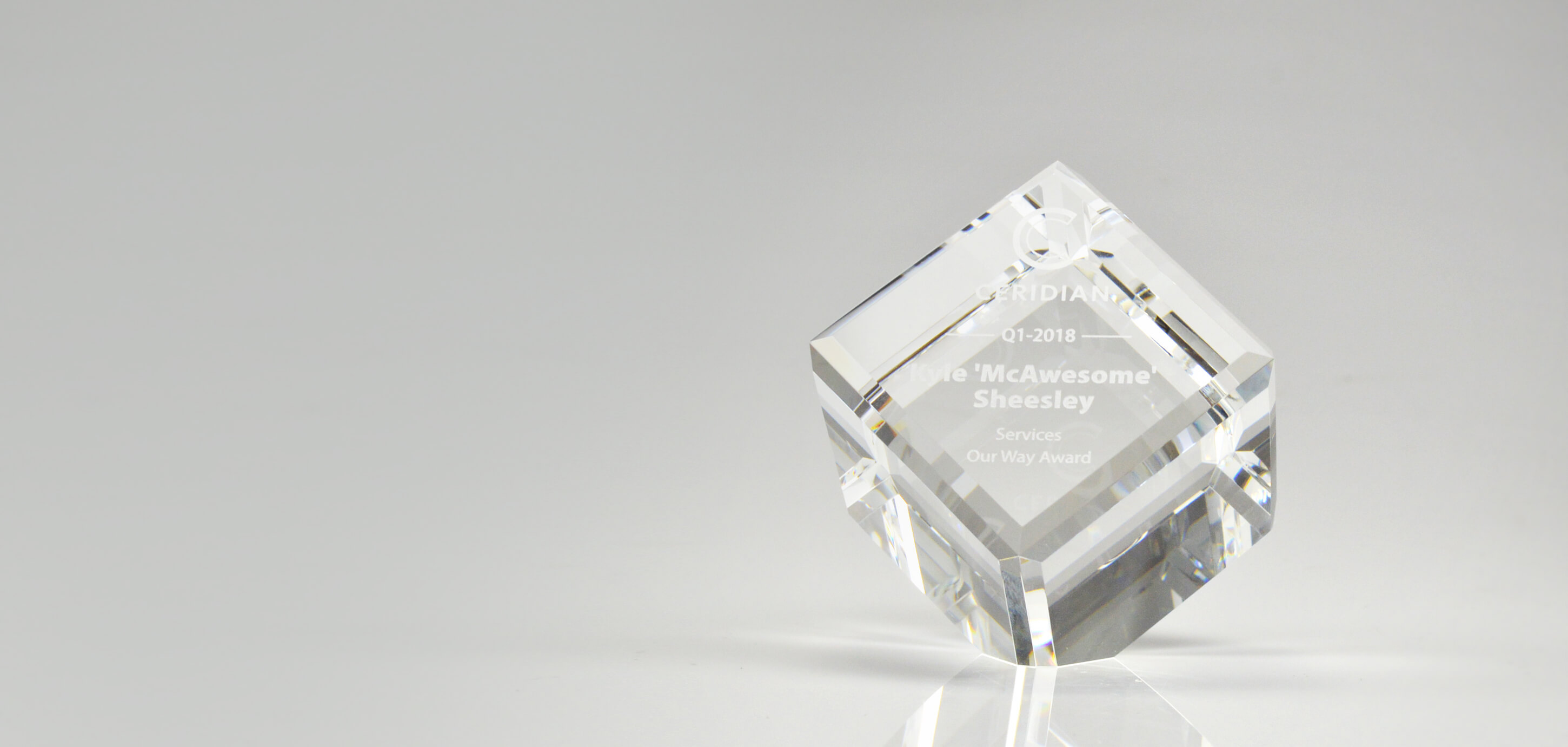 what-are-crystal-awards_unique-modern-cube-award_canada-banner