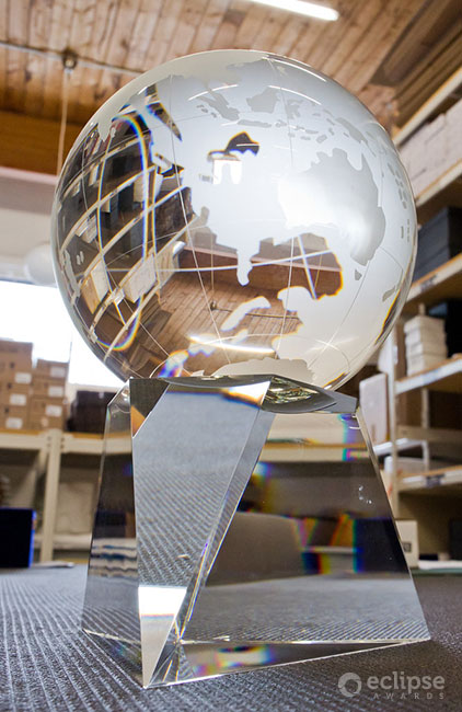 classic-custom-etched-crystal-globe-corporate-recognition-trophy-north-america-revolution