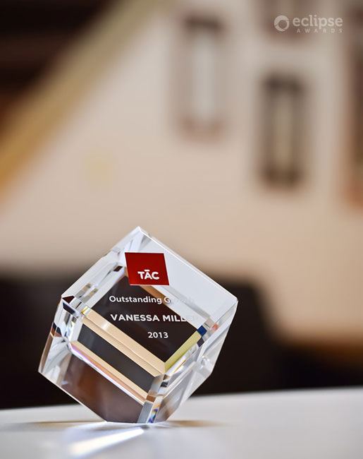 classic-customized-crystal-cube-trophy-employee-recognition-canada