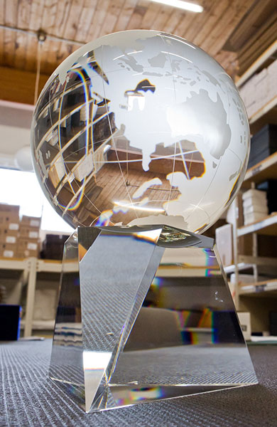 classic-customized-crystal-globe-trophy-corporate-recognition-award-north-america-11