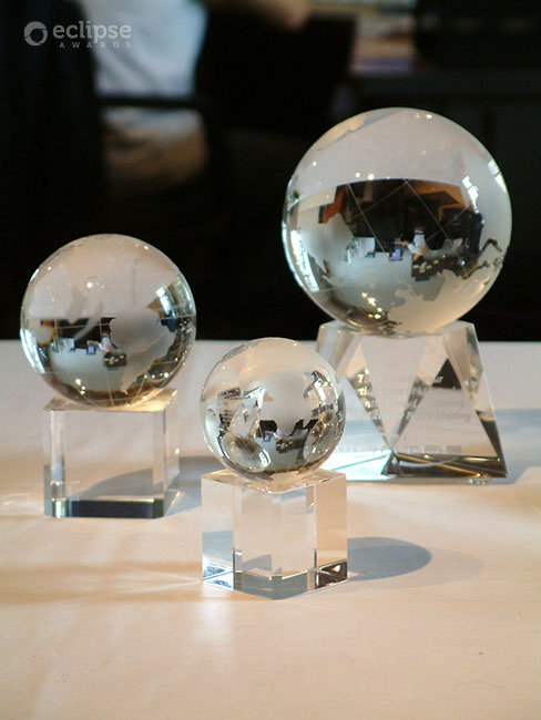 classic-customized-crystal-globe-trophy-corporate-recognition-award-north-america-3