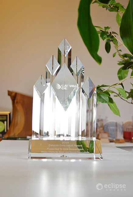 elegant-personalized-engraved-crystal-trophy_corporate-recognition-award_vancouver