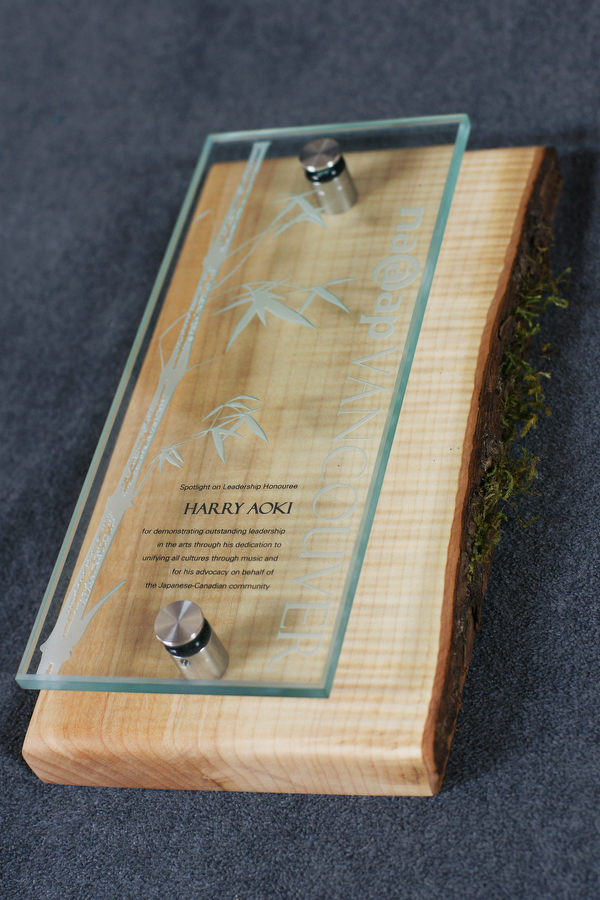 employee-award_sustainable-custom-glass-and-wood-wall-plaque_corporate-recognition-trophy_north-america
