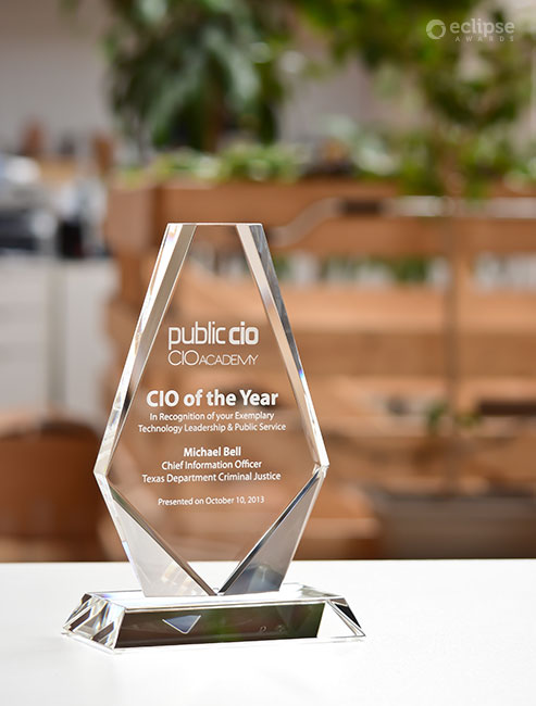 employee-of-the-year-custom-crystal-trophy-plaque_corporate-recognition-trophy_usa