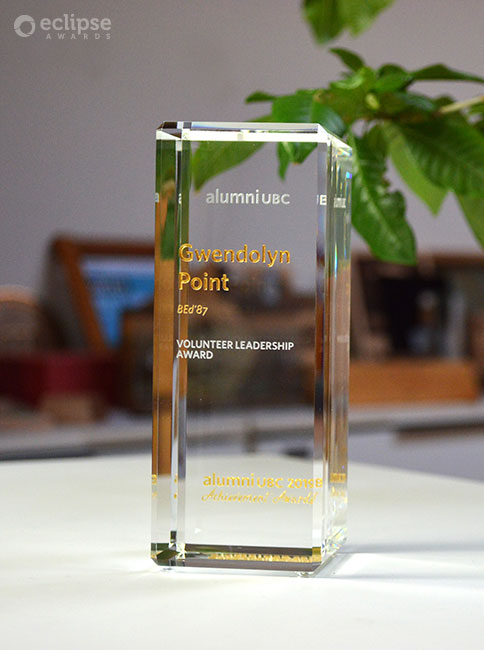 modern-customized-trophy-design-engraved-crystal-recognition-corporate-trophy-bc