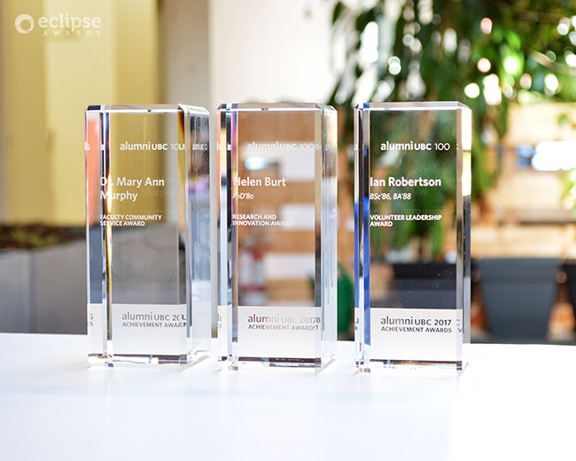 modern-customized-trophy-engraving-crystal-corporate-trophy-nova-award-bc