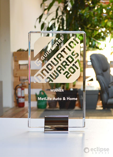 modern-personalized-crystal-and-chrome-award-corporate-recognition-award_canadar-trophy-shop-1