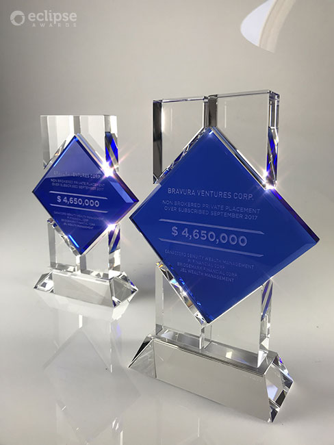 modern-personalized-engraved-crystal-corporate_financial-deal-toy-award_north-america-2