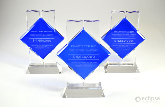 modern-personalized-engraved-crystal-corporate_financial-deal-toy-award_north-america