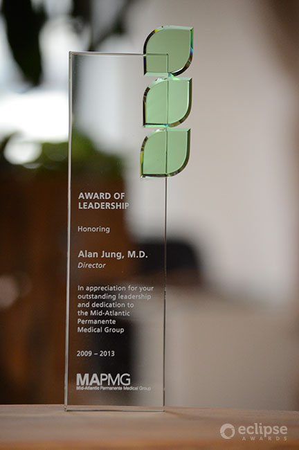 modern-personalized-sandblasted-glass-nonprofit-nature-themed-trophy-vancouver-regeneration-award
