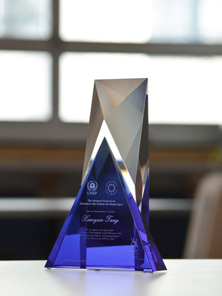 modern-unique-customized-crystal-nonprofit-trophy-north-america_blue-glass