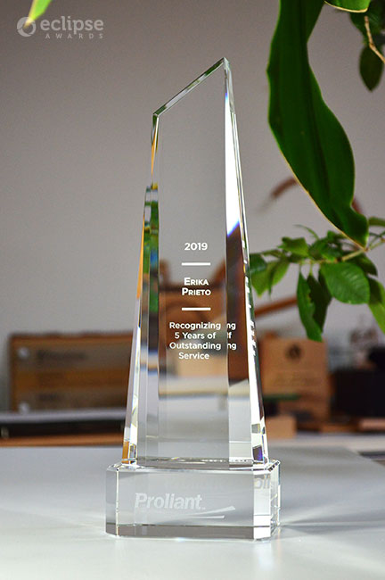 unique-crystal-trophies-customized-corporate-years-of-service-award-canada-2