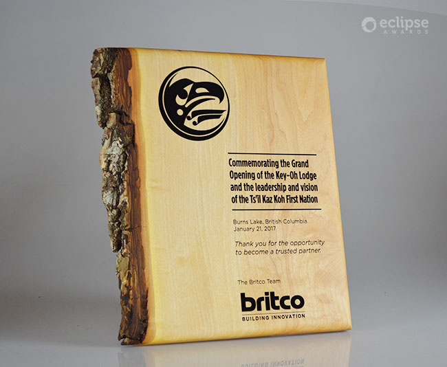 unique-eco-friendly-green-salvaged-wood-wall-plaque_custom-corporate-recogniton-trophy-canada