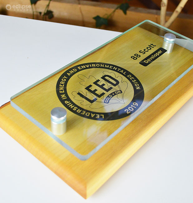 unique_eco-friendly-personalized-glass-and-wood-wall-plaque_green-building-trophy_Leed-plaque-canada-2